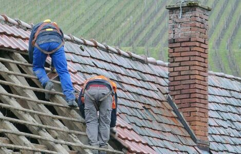 4 Obvious Signs Of A Bad Roofing Job